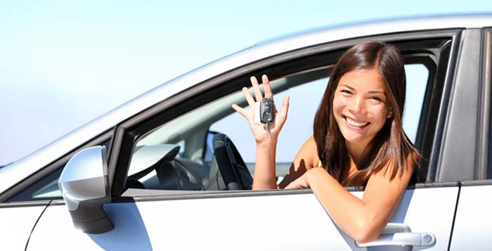 Woman receiving her new car from london bad credit car loans